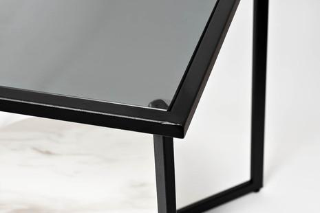 Столик журнальный квадратный с темным стеклом